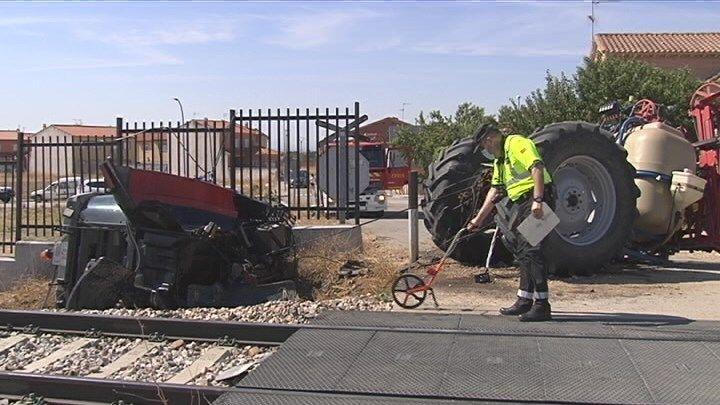 Un herido tras arrollar un tren a un tractor en Rielves, Toledo