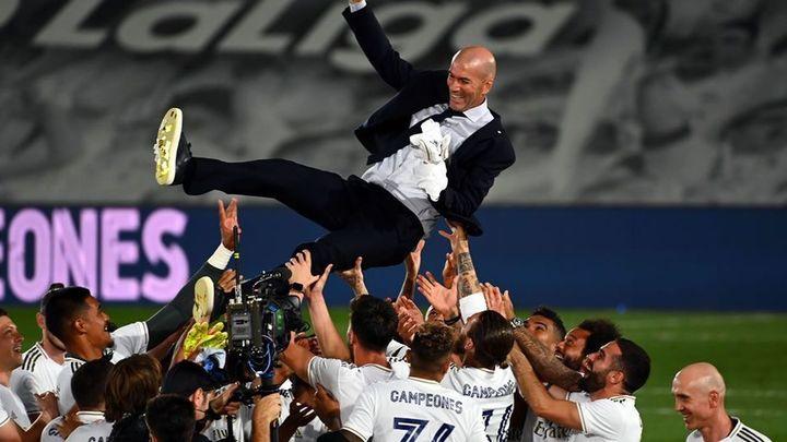 Los jugadores del Real Madrid reaccionan a la marcha de Zidane