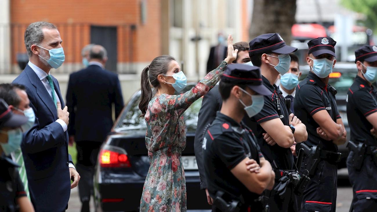 Los reyes visitan Bilbao mientras continúa la polémica con el rey emérito