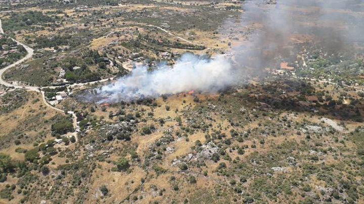 Desalojadas más de 300 personas de un cámping en El Berrueco por un incendio cercano