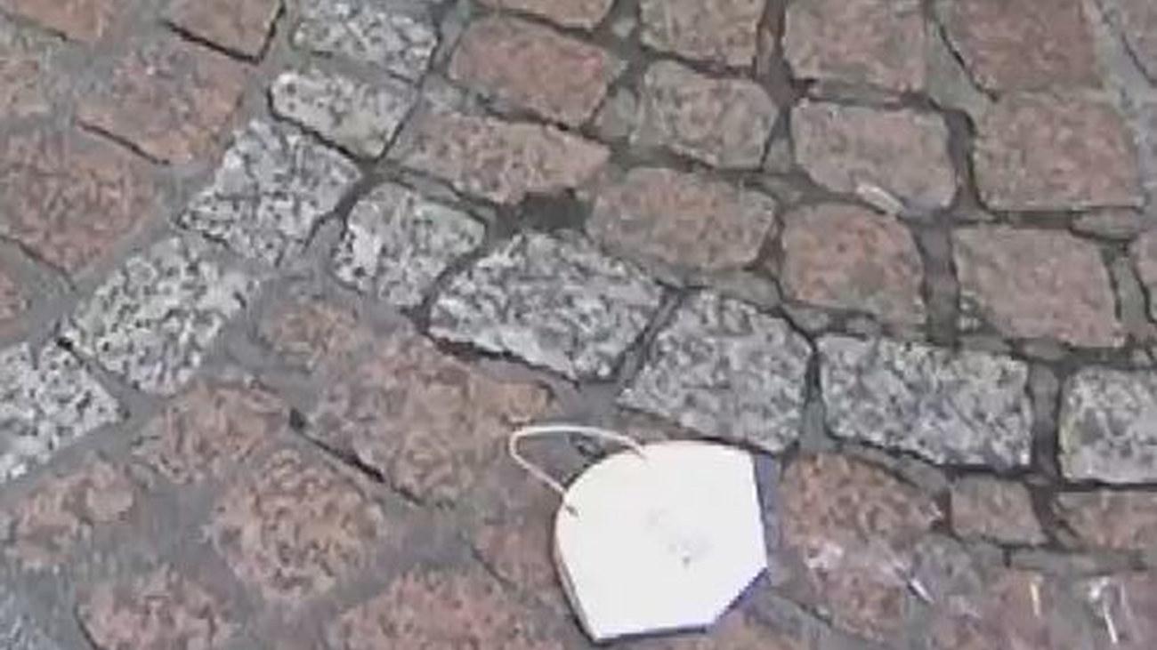 Multas de hasta 500 euros por tirar las mascarillas en la calle