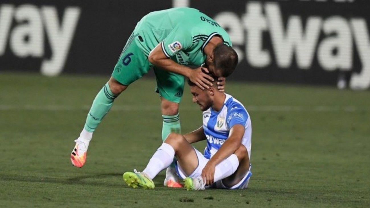 Nacho consuela a un jugador del Leganés