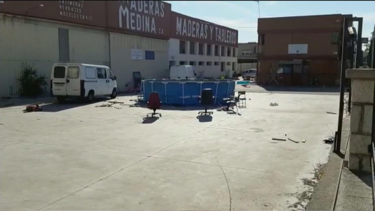 Un clan ocupa una fábrica abandonada de Fuenlabrada e instala una piscina para sus familiares