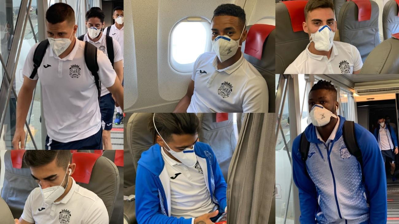Jugadores del CF Fuenlabrada con mascarillas