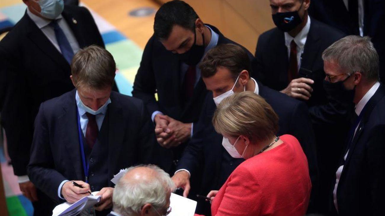 Los líderes de los países europeos, entre ellos Pedro Sánchez, en la cumbre de la UE para repartir ayudas ante la crisis del coronavirus