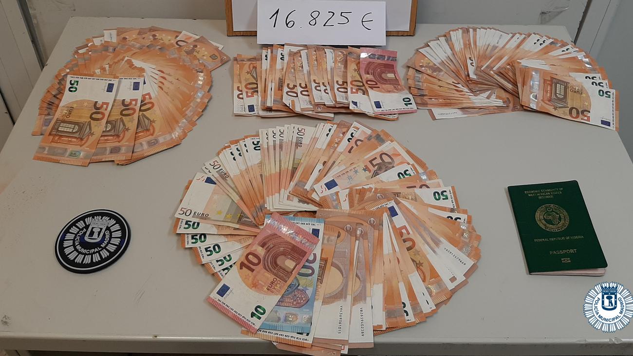 Dinero decomisado por la Policía Municipal de Madrid a los estafadores