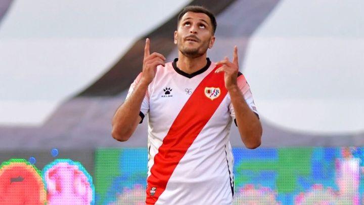 El rayista Yacine Qasmi, que estuvo en contacto con jugadores del 'Fuenla' da negativo
