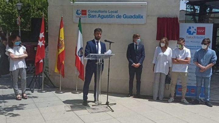 San Agustín del Guadalix coloca una placa en memoria del médico fallecido por coronavirus