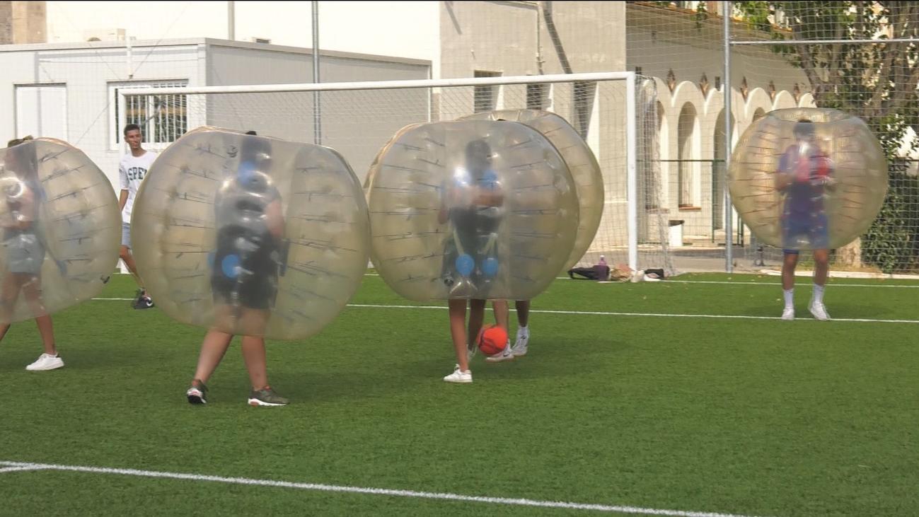 El fútbol burbuja, una alternativa para divertirse en tiempos del covid-19