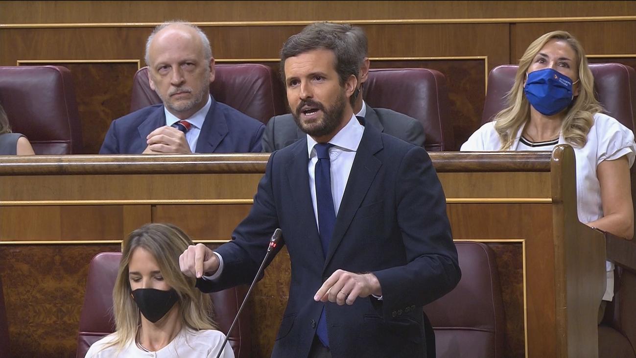 """Sánchez afea al PP su """"cero"""" apoyo en la UE y Casado critica  su """"autobombo""""por lo que califica de  rescate"""