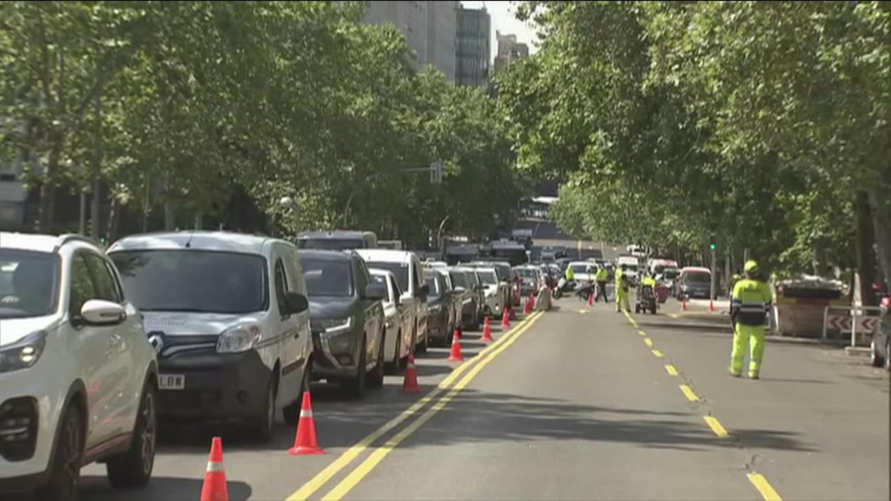 La calle Velázquez ya es de doble sentido para desviar el tráfico por el derribo del puente de Joaquín Costa