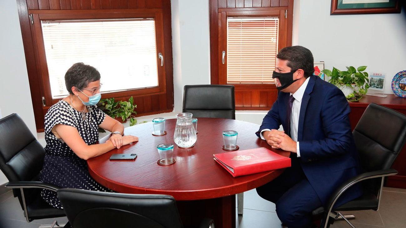 González Laya se reúne con el ministro principal de Gibraltar en Algeciras