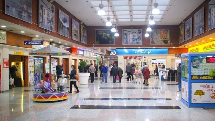 Asaltan con un machete y un martillo una joyería de un centro comercial de Vicálvaro con clientes dentro
