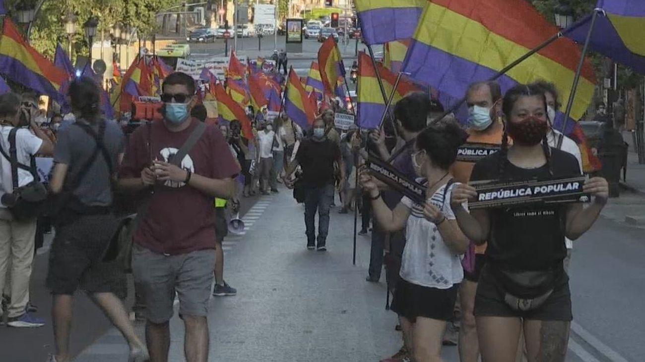 """Centenares de personas se manifiestan en Madrid contra la monarquía '""""corrupta'"""""""