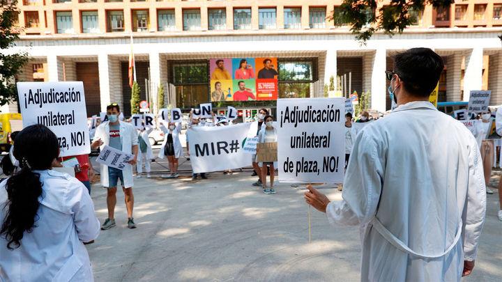 """Los MIR harán huelga los lunes, pero desconvocan la de los del martes como """"gesto de buena voluntad"""""""
