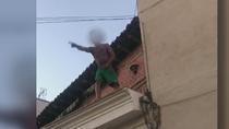 Vecinos de Alcobendas hacen caceroladas para echar a unos 'okupas', que les amenazan de muerte