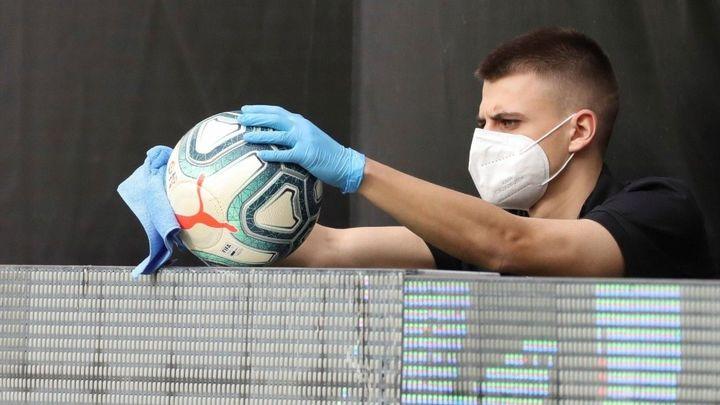 El virus contagia al fútbol español