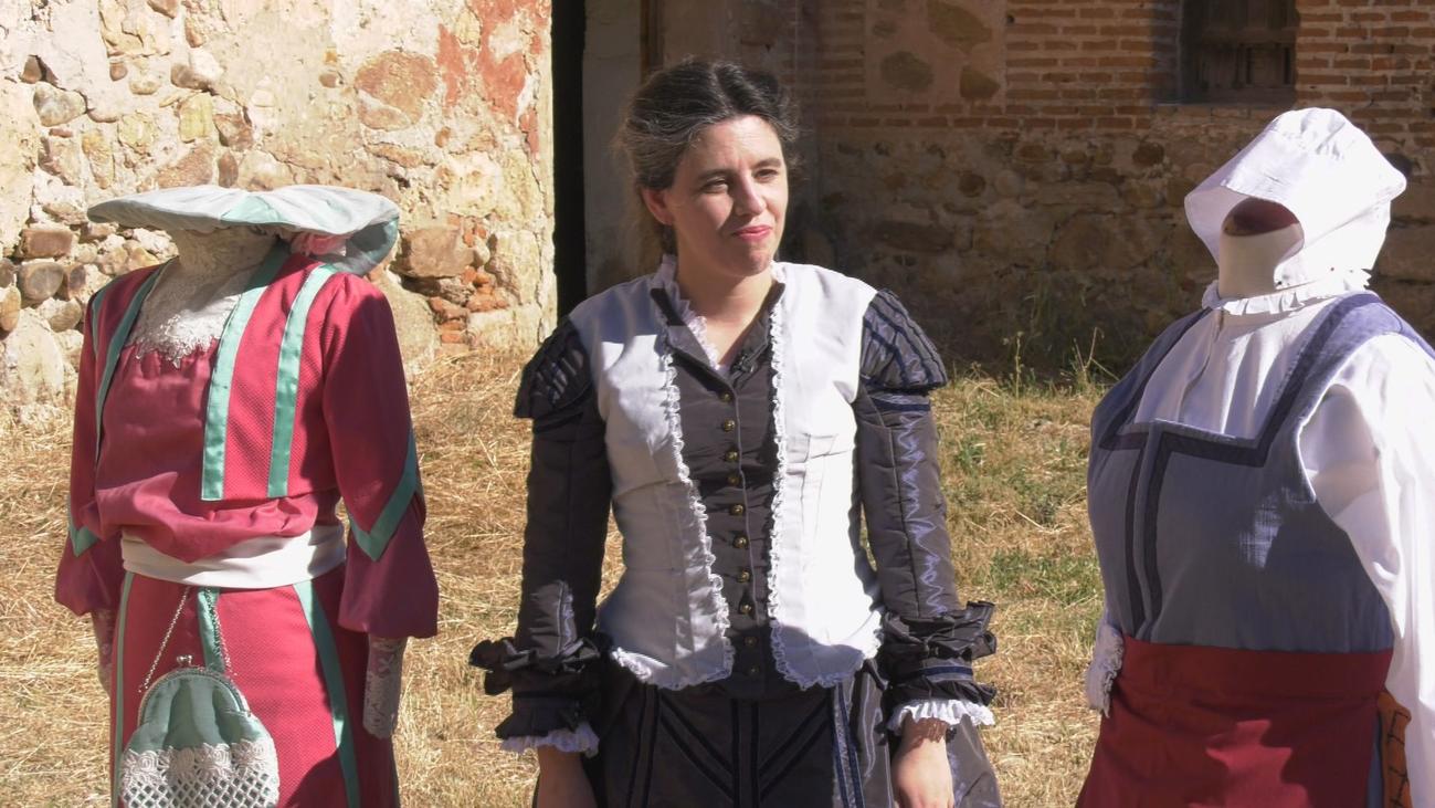 """Julia, recreadora de época: """"Confeccionar trajes medievales es mi pasión"""""""