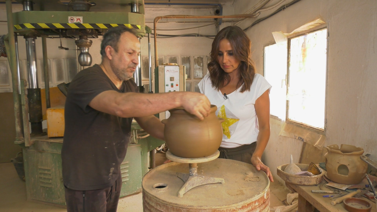 ¿Cómo se trabaja en la última fábrica de cerámica de Madrid?