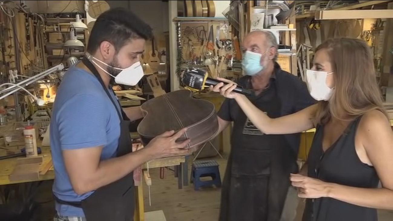 Única escuela para construir guitarras desde cero en Chamberí