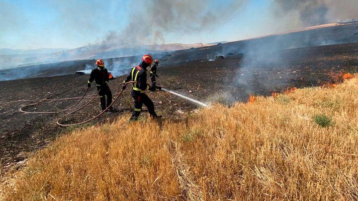 Controlado el incendio de Valdepiélagos que obligó a desalojar dos urbanizaciones