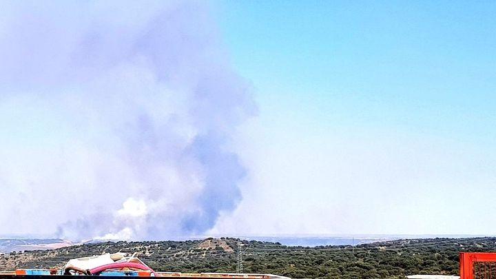 Se eleva a  Nivel 2  el extenso incendio de Valdepiélagos por riesgo en la pedanía de El Casar