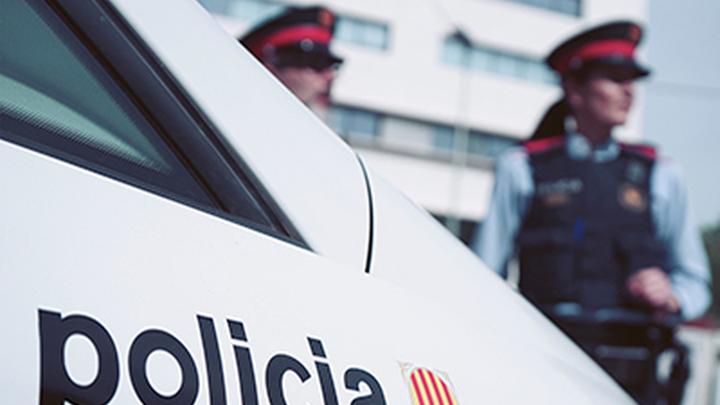 Encuentran a una mujer sin vida y atada a una silla en un piso de Girona