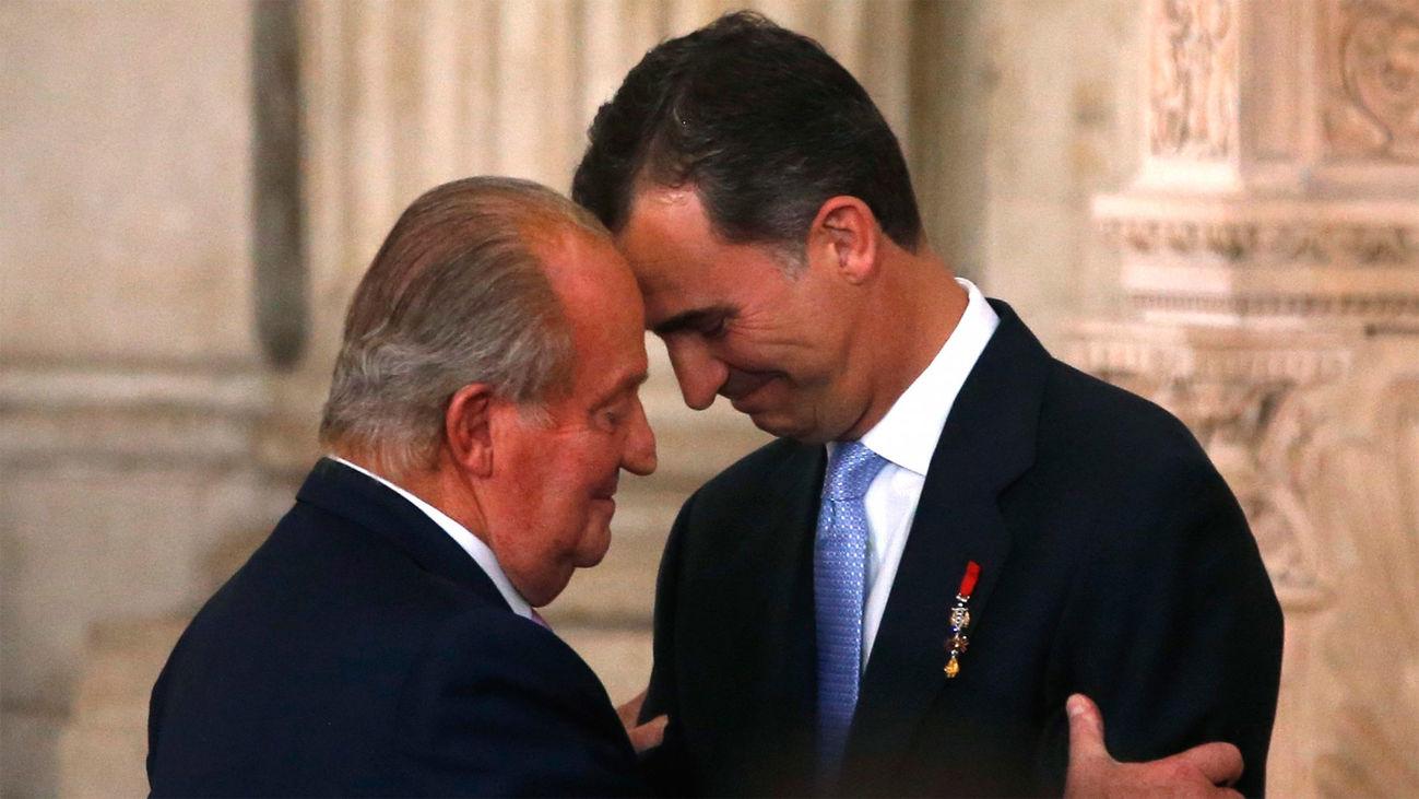 2014. El rey Juan Carlos da el relevo a Felipe VI