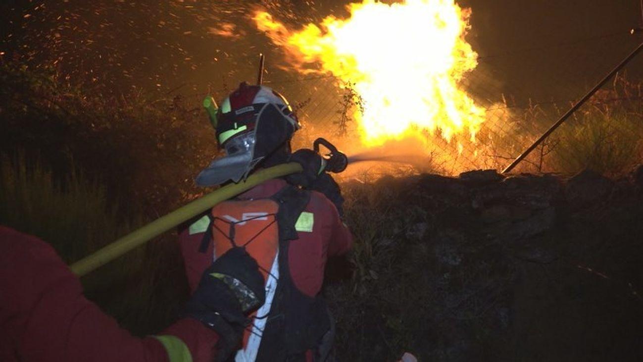 Los bomberos consiguen estabilizar el incendio de Robledo de Chavela