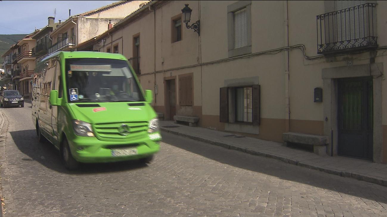 Un autobús bajo demanda ya circula en la sierra norte de Madrid