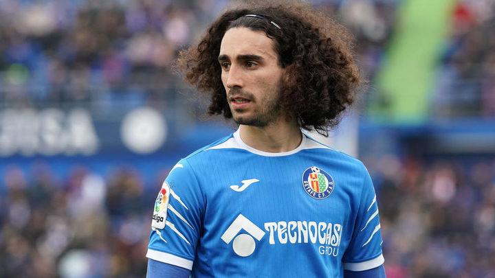 Inter, Milan y Nápoles siguen a Cucurella