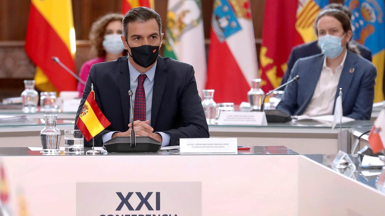 Crisis en el Gobierno de coalición entre PSOE y Podemos por la marcha de Juan Carlos I