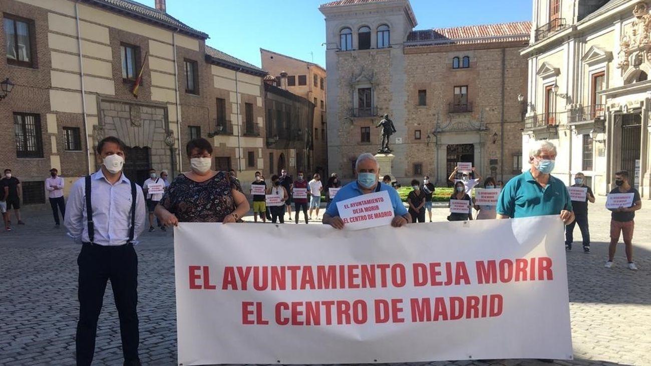 Hosteleros de Madrid protestan ante la Casa de la Villa