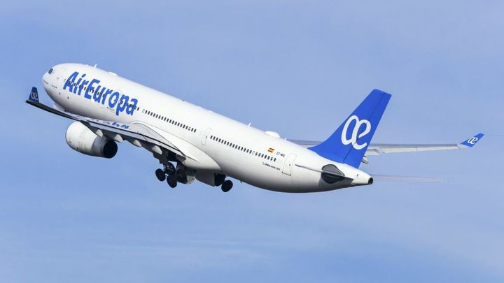 Air Europa cancela todos sus vuelos con salida desde Barajas