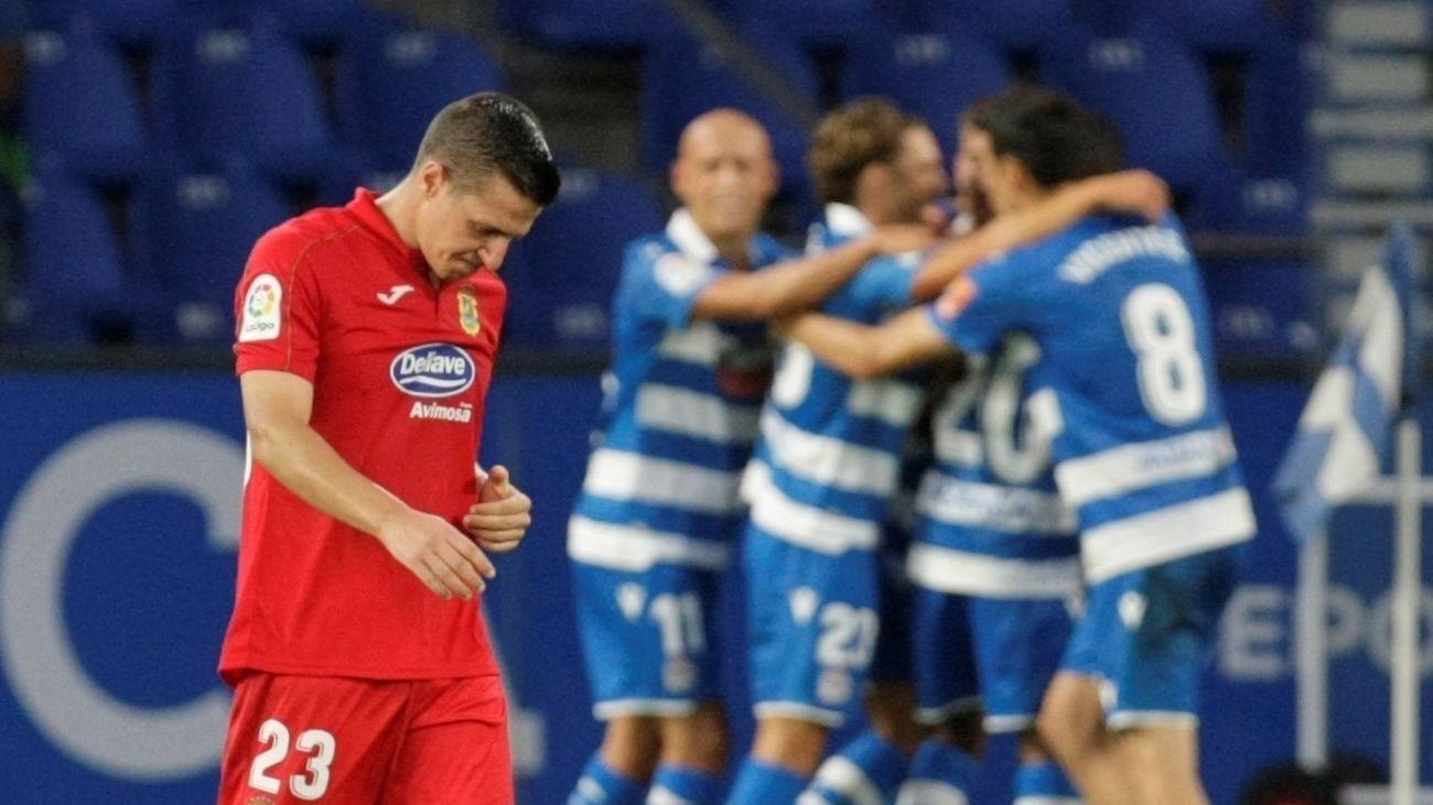 Gesto de desolación de uno de los jugadores del Fuenlabrada tras el segundo gol del Depor
