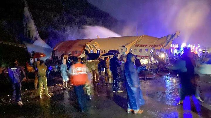 Al menos catorce muertos en un accidente de avión en la India