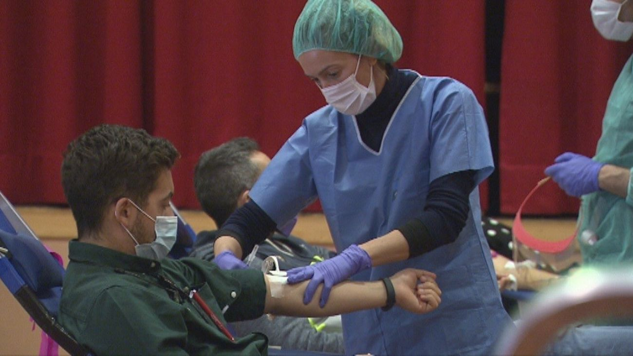 Enfermera y paciente contagiado por Covid-19