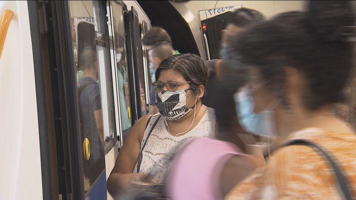 Más refuerzo del transporte público en Madrid mientras se apela a las empresas a mantener el teletrabajo