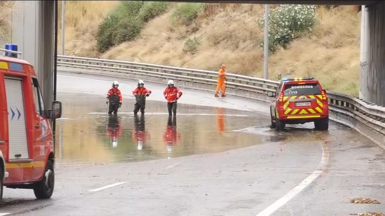 El agua inunda las calles de Fuenlabrada