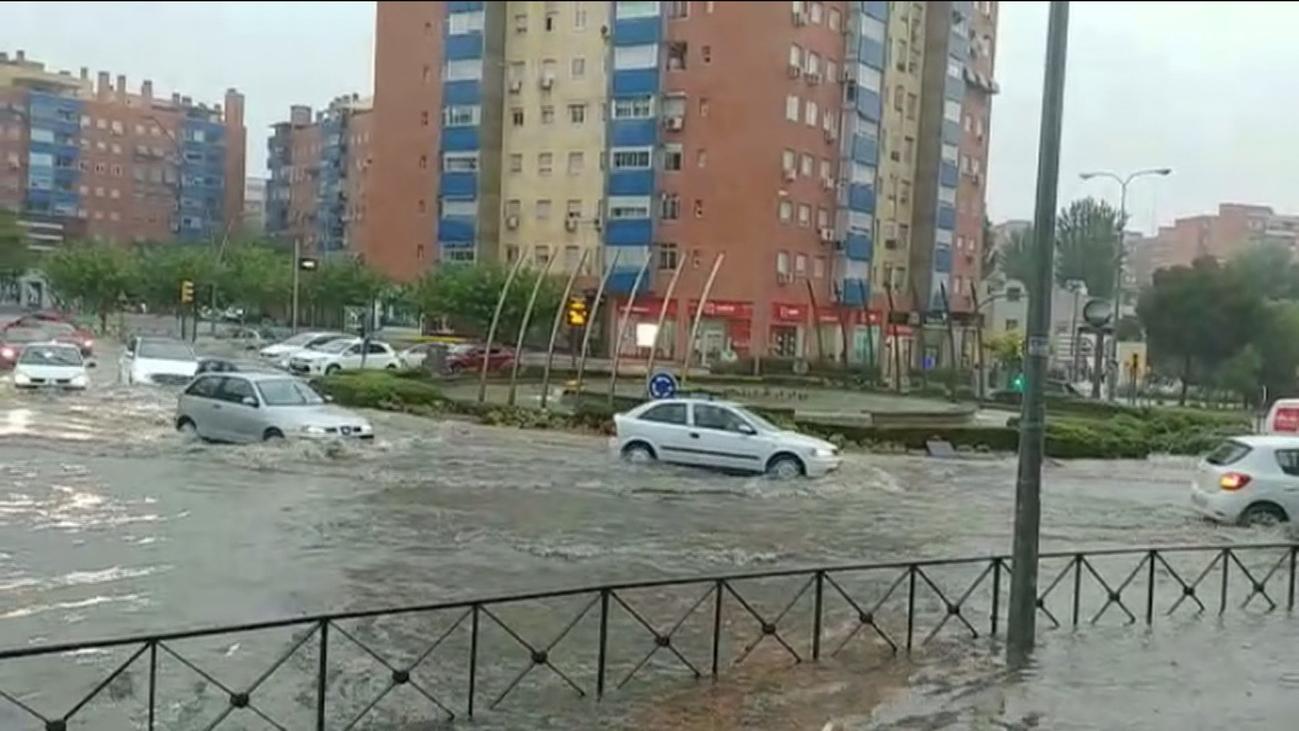 Los bomberos de Madrid realizan 146 intervenciones en 8 horas por la lluvia