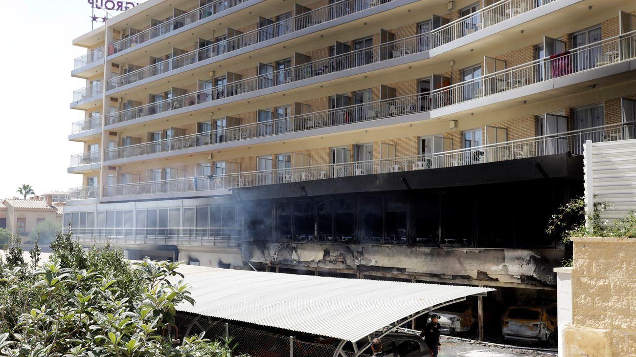 Dos personas afectadas por inhalación de humo en el incendio en un hotel de Benicàssim
