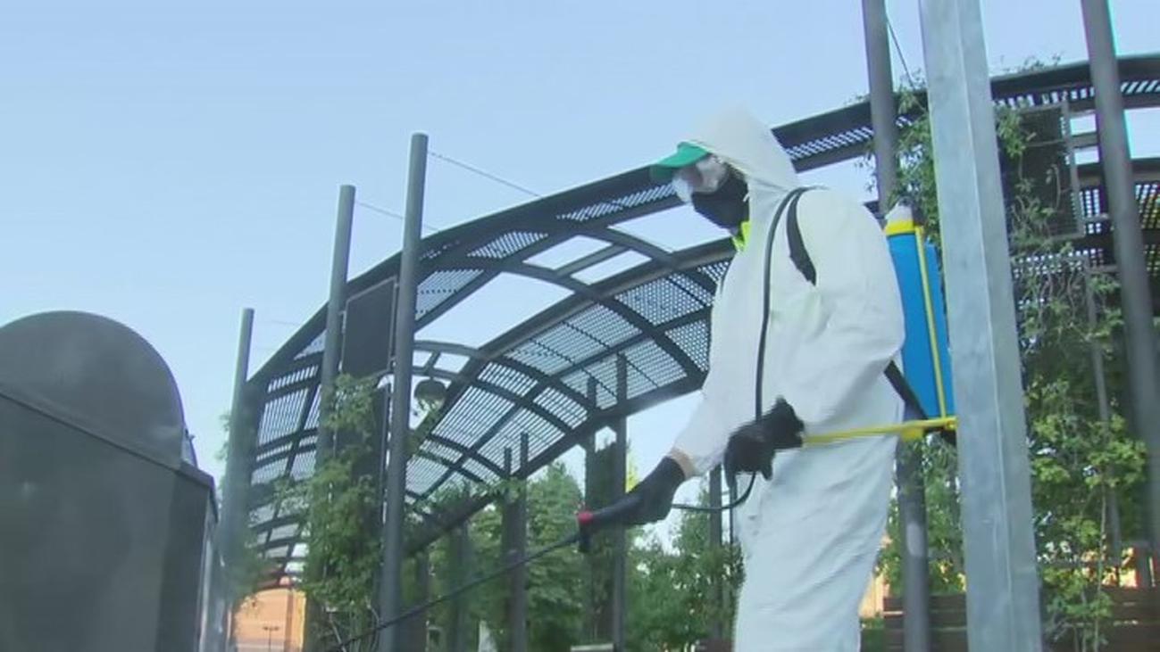 Móstoles saca a la calle sus equipos de desinfección en su lucha contra  la Covid-19