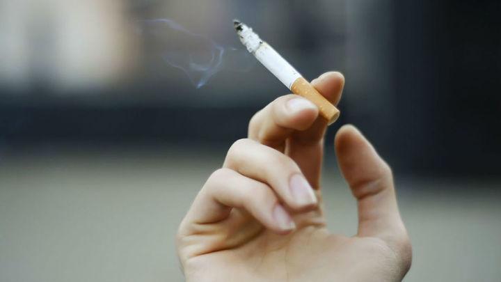 """""""Cuando se exhala el humo del tabaco aumenta el riesgo de transmisión"""""""