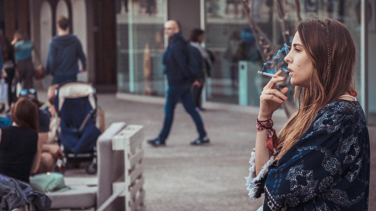 La prohibición de fumar en la calle afectaría a más de un millón de madrileños