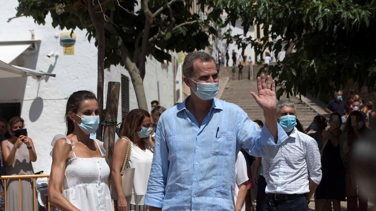 """Los reyes promocionan Menorca tras el """"mazazo"""" que ha supuesto la pandemia"""