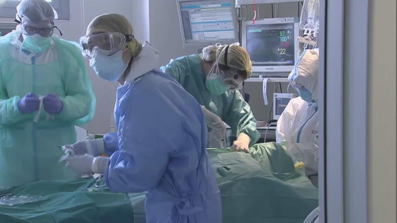 España alcanza los 3.000 casos diarios de Covid-19