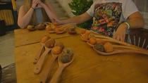 Asistimos a una experiencia única de comer croquetas en Cuatro Caminos