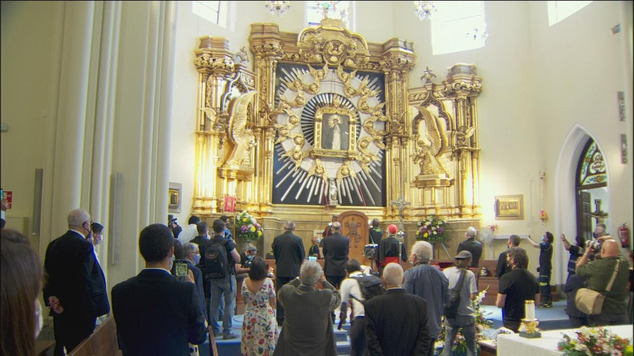 El emocionante  descenso del cuadro de la Virgen de la Paloma