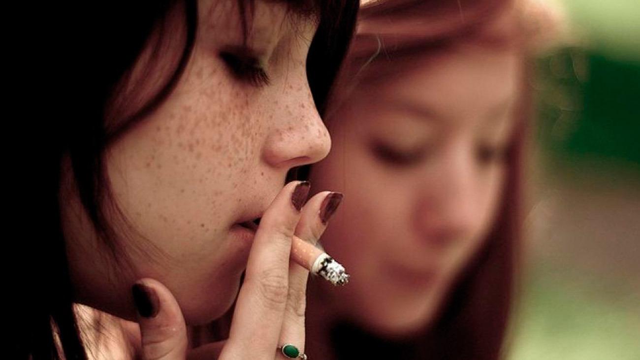 ¿Qué distancia hay que mantener para fumar en espacios públicos?