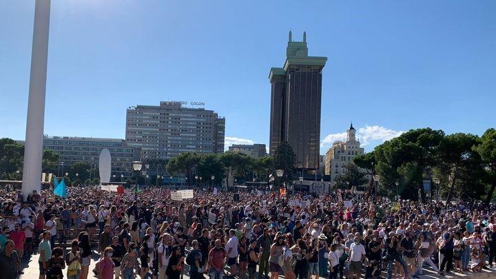 Multitudinaria concentración en  Colón contra el uso obligatorio de la mascarilla